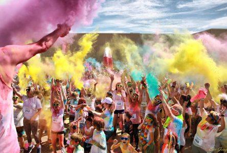 Course aux couleurs: 400 arcs-en-ciel dans les rues de Uashat
