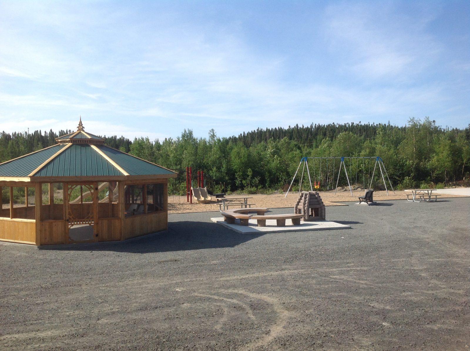 Abri extérieur et aménagement paysager au lac Daigle