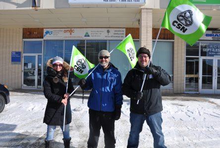 Les groupes populaires manifestent contre l'austérité