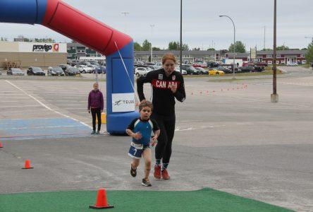 Une présidente d'honneur fort appréciée au Triathlon de Port-Cartier