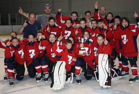 Les équipes de l'est remportent trois titres au 56e Tournoi de hockey mineur de Baie-Comeau
