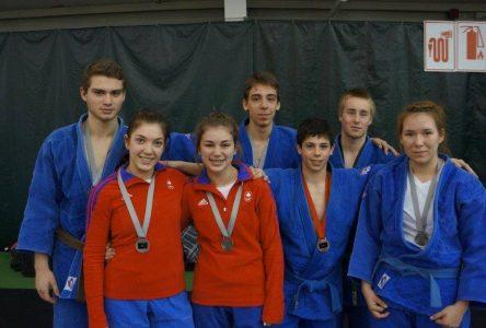 Compétition provinciale de judo = des médailles pour les athlètes de la région!