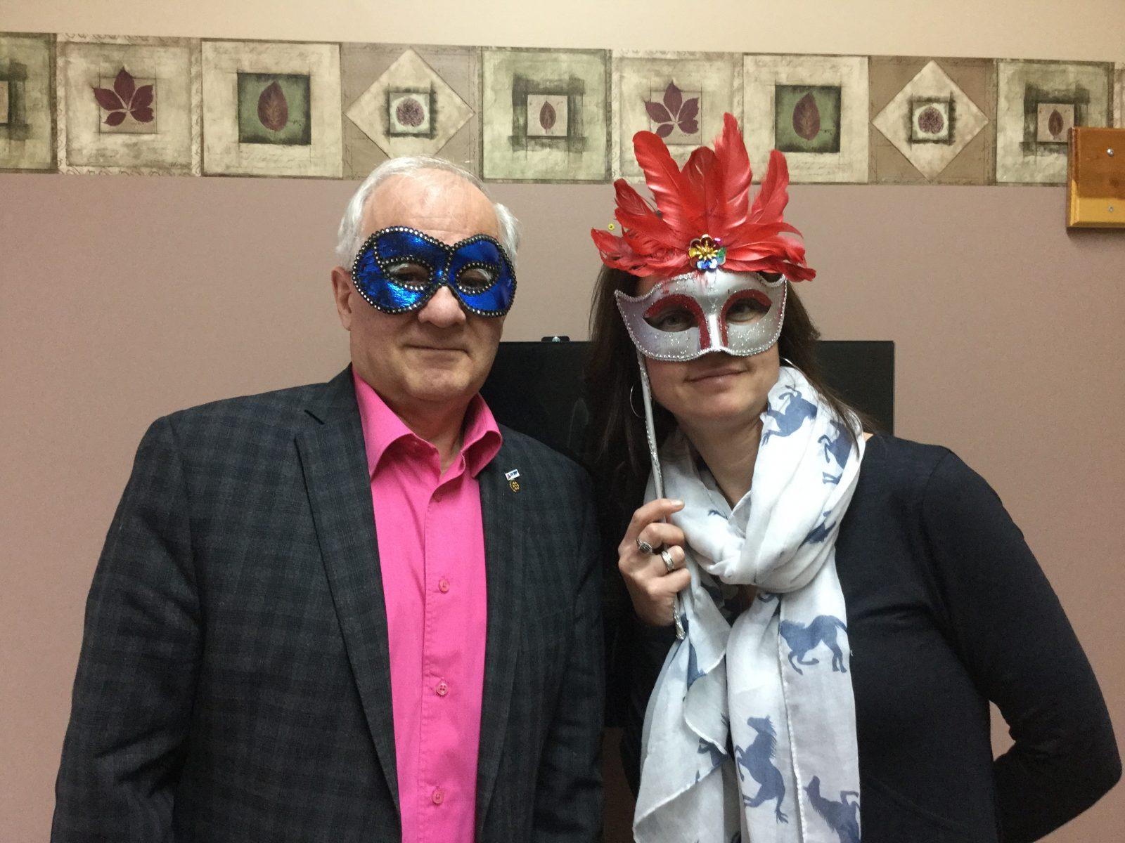 APAME: Une soirée haute en couleur organisée pour faire tomber les masques