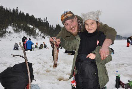 Plus de 200 pêcheurs sur glace ont tenté leur chance au lac des Rapides