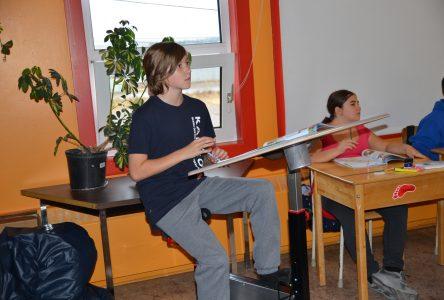 Des vélos-pupitres à l'école Lestrat:Déjà des bienfaits auprès des élèves