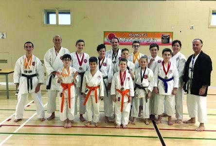 Le Dojo central de karaté ramène 19 médailles de Rimouski