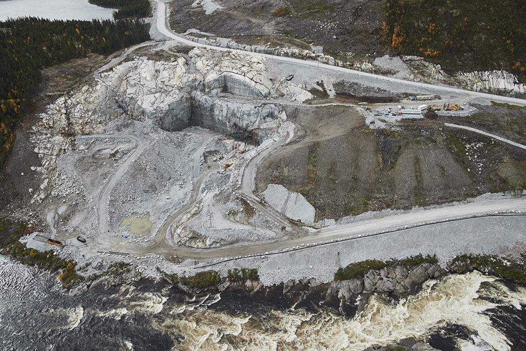 Un an de retard à la centrale Romaine-4 coûtera 300 M$ à Hydro-Québec.