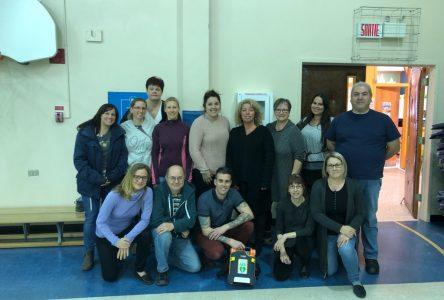 Métal 7 fait don d'un défibrillateur à l'école Marie-Immaculée