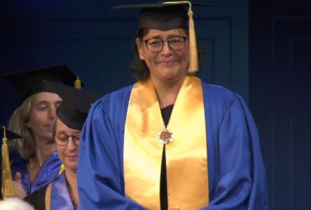Michèle Audette était très émue en recevant son doctorat honorifique