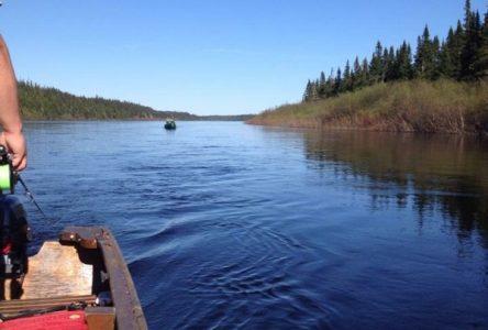 Pêche au saumon: allochtones et autochtones coopèrent sur la Moisie
