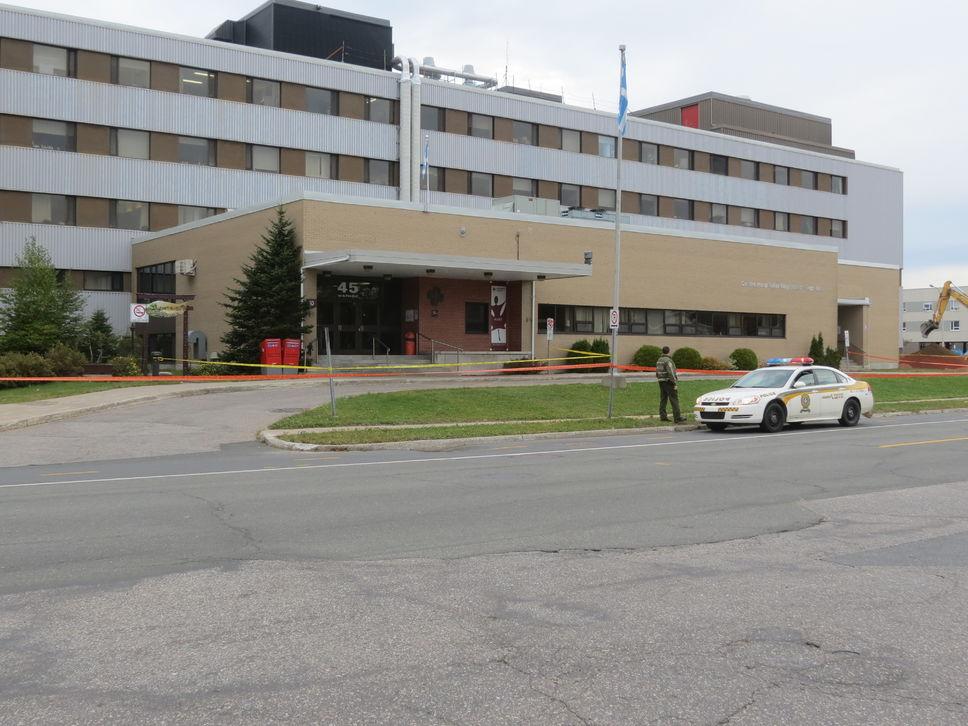 Homme décédé devant l'hôpital: la famille réclame plus de 1,4 M$