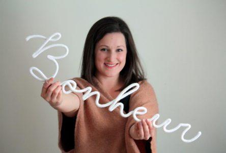 Vanessa Lapierre: Une amoureuse du tricotin fait la promotion de son art