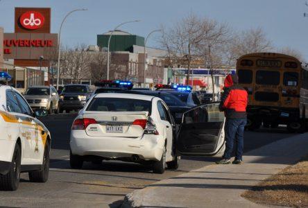 Collision mineure entre un autobus et une voiture