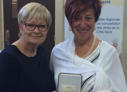 Louisette Doiron-Catto reçoit la médaille de l'Assemblée nationale