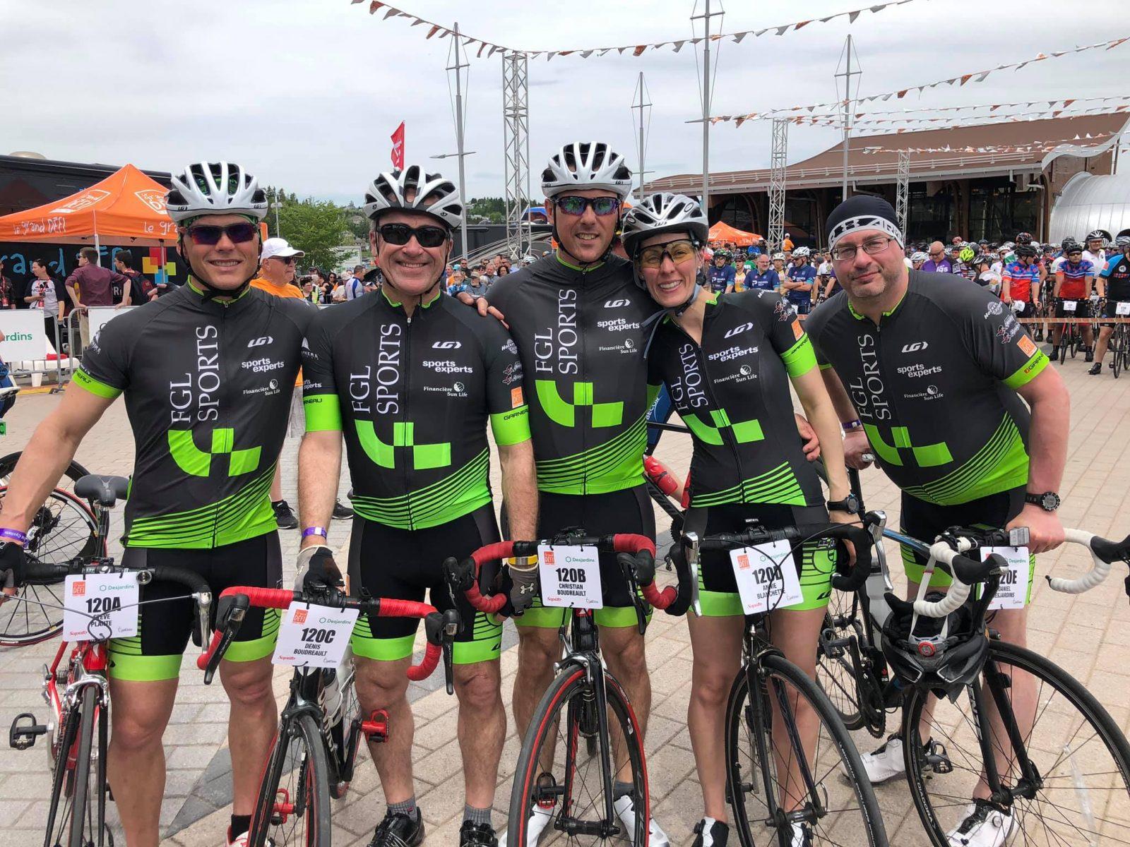 C'est un départ pour le 1 000 km cycliste du Grand défi Pierre Lavoie