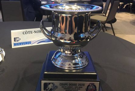 Hockey Côte-Nord reçoit la Coupe Dodge