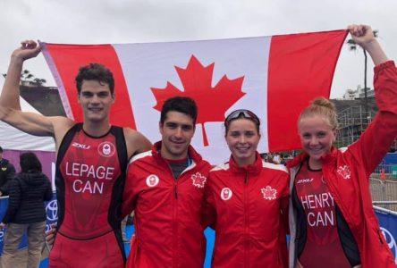 Paquet et ses coéquipiers du relais offrent l'argent au Canada