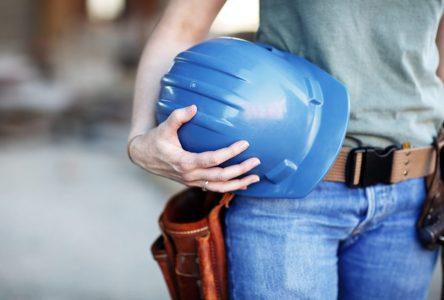 Un juge ordonne la fin de la priorité d'embauche régionale dans l'industrie de la construction