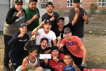 L'équipe Prospect remporte le tournoi de balle-molle A.Cormier