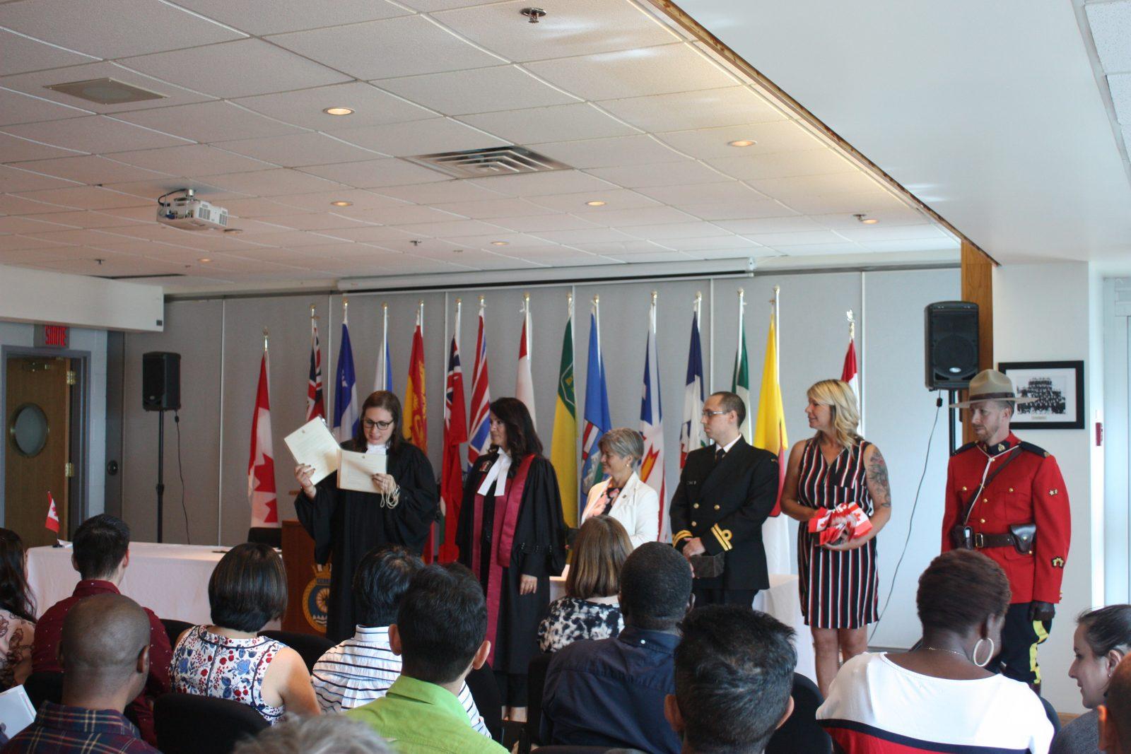 Trente-six immigrants obtiennent leur citoyenneté canadienne