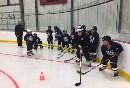 Le programme de développement hockey école à Natashquan vise le rapprochement