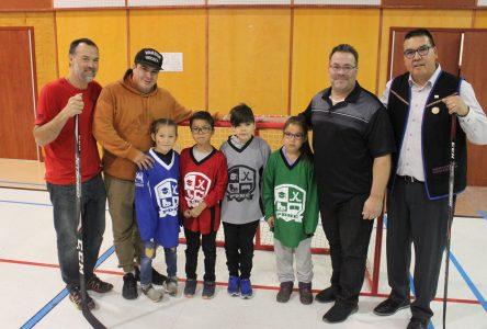 Le programme de développement hockey école est officiellement lancé à Uashat mak Mani-utenam