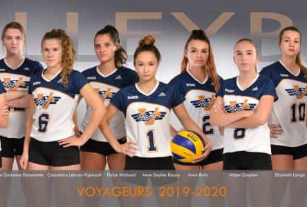 La formation féminine de volleyball des Voyageurs suit son plan de match
