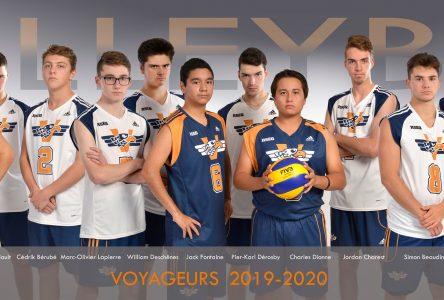 L'apprentissage se poursuit chez les gars de volleyball des Voyageurs