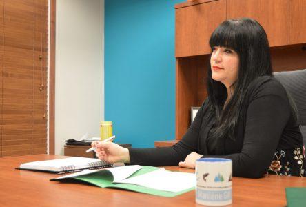 La députée Marilène Gill propose la boîte à tarif fixe pour l'envoi de colis