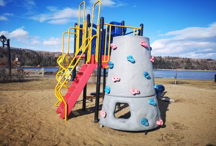 Accès autorisé aux piscines extérieures, jeux d'eau et modules pour enfants