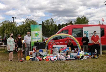 Remise de cadeaux au centre jeunesse de Sept-Îles