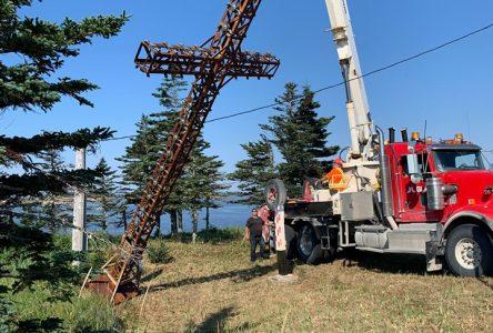Des travaux de restauration pour la croix de Natashquan