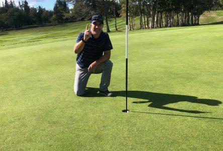 Club de golf Ste-Marguerite : les Roy envoient la balle dans la coupe en un seul coup!
