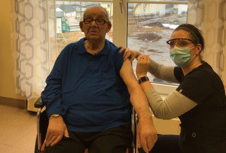 La vaccination contre la COVID-19 a débuté en Basse-Côte-Nord et en Minganie